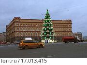 Купить «Новогодняя елка на Лубянской площади в Москве», эксклюзивное фото № 17013415, снято 21 декабря 2015 г. (c) Алексей Гусев / Фотобанк Лори