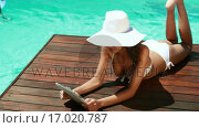 Купить «Attractive woman lying and using tablet», видеоролик № 17020787, снято 14 июля 2020 г. (c) Wavebreak Media / Фотобанк Лори