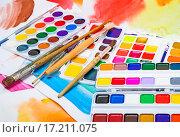 Купить «Новые акварельные краски на фоне акварельного эскиза», фото № 17211075, снято 4 декабря 2015 г. (c) Алёшина Оксана / Фотобанк Лори