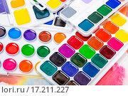 Новые акварельные краски. Стоковое фото, фотограф Алёшина Оксана / Фотобанк Лори