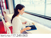 Купить «smiling woman with tablet pc and coffee at cafe», фото № 17249063, снято 20 декабря 2014 г. (c) Syda Productions / Фотобанк Лори