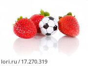 Купить «Strawberries and soccer ball», фото № 17270319, снято 18 августа 2018 г. (c) easy Fotostock / Фотобанк Лори