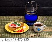 Бутерброд и черный кофе к завтраку. Стоковое фото, фотограф Татьяна Зарубо / Фотобанк Лори