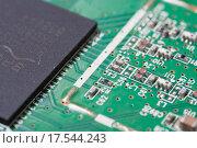 Компьютерная плата с чипом (2015 год). Редакционное фото, фотограф Алексей Букреев / Фотобанк Лори