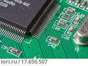 Купить «Компьютерная плата с чипом», фото № 17656507, снято 27 декабря 2015 г. (c) Алексей Букреев / Фотобанк Лори