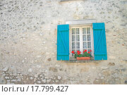 Купить «Window with Blue Shutters and Red Flowers», фото № 17799427, снято 16 декабря 2019 г. (c) easy Fotostock / Фотобанк Лори