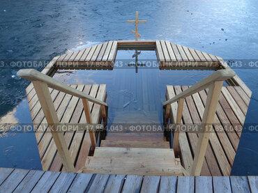 Купить «Крещенская купель на озере», фото № 17894043, снято 25 декабря 2015 г. (c) DiS / Фотобанк Лори