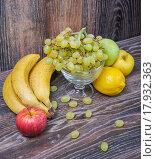Купить «Ассорти из фруктов», фото № 17932363, снято 25 сентября 2015 г. (c) Алёшина Оксана / Фотобанк Лори