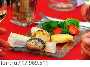Купить «Käseteller, cheese_plate», фото № 17969511, снято 26 мая 2020 г. (c) easy Fotostock / Фотобанк Лори