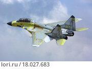 Микоян Гуревич МиГ-29К - российский палубный многоцелевой истребитель во время испытательного полета в Жуковском (2014 год). Редакционное фото, фотограф Артём Аникеев / Фотобанк Лори