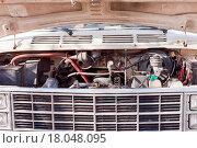 Купить «Open hood of old van shows engine and front grille», фото № 18048095, снято 16 октября 2018 г. (c) easy Fotostock / Фотобанк Лори