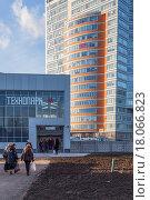 "Станция метро ""Технопарк"", вид с проспекта Андропова (2015 год). Редакционное фото, фотограф Алексей Шматков / Фотобанк Лори"