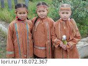 Девочки в юкагирских традиционных платьях коренных народов Арктики (2014 год). Редакционное фото, фотограф Daniil Nasonov / Фотобанк Лори