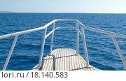 Купить «Нос яхты в море», видеоролик № 18140583, снято 23 декабря 2015 г. (c) Михаил Коханчиков / Фотобанк Лори