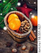 Купить «Wooden bucket with tangerines», фото № 18551927, снято 13 ноября 2019 г. (c) PantherMedia / Фотобанк Лори