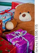 Купить «Teddy and Christmas Presents», фото № 18595115, снято 18 января 2019 г. (c) easy Fotostock / Фотобанк Лори
