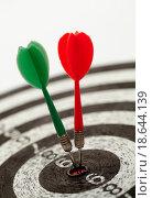 Купить «shallow depth of field shot of darts in bullseye on dartboard», фото № 18644139, снято 21 сентября 2019 г. (c) easy Fotostock / Фотобанк Лори