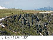 Горы в республике Алтай. Туристы на лошадях на перевале. Стоковое фото, фотограф Сергей Серебряков / Фотобанк Лори