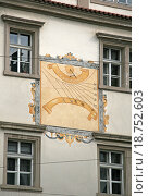 Купить «Солнечные часы на стене здания в Мала страна (Мала страна) в Праге», фото № 18752603, снято 16 апреля 2010 г. (c) Шилер Анастасия / Фотобанк Лори