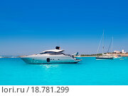 Купить «yatch in turquoise beach of Formentera», фото № 18781299, снято 16 октября 2018 г. (c) easy Fotostock / Фотобанк Лори