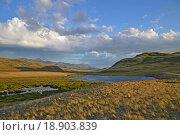 Купить «Горы, озеро, небо, белые облака», фото № 18903839, снято 17 июля 2015 г. (c) Ольга Логачева / Фотобанк Лори