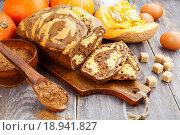 Купить «Кекс с добавлением тыквы и какао», фото № 18941827, снято 4 января 2016 г. (c) Надежда Мишкова / Фотобанк Лори