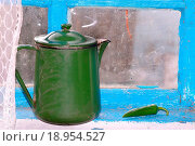 Купить «Teapot and pepper», фото № 18954527, снято 16 декабря 2019 г. (c) easy Fotostock / Фотобанк Лори