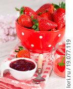 Купить «Strawberries», фото № 19077119, снято 22 июня 2018 г. (c) easy Fotostock / Фотобанк Лори