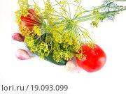 Купить «Спелые овощи на белом», фото № 19093099, снято 16 августа 2015 г. (c) Parmenov Pavel / Фотобанк Лори