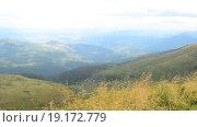 Купить «Красивый пейзаж  в горах с видом на долину», видеоролик № 19172779, снято 24 ноября 2015 г. (c) Валерий Гусак / Фотобанк Лори