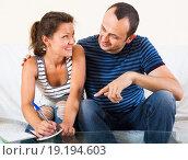 Купить «Husband and wife putting notes on paper», фото № 19194603, снято 20 января 2020 г. (c) Яков Филимонов / Фотобанк Лори