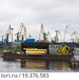 Россия, Мурманск. Порт в Кольском заливе (2015 год). Редакционное фото, фотограф Александр Циликин / Фотобанк Лори