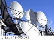 Купить «Спутниковая антенна на фоне синего неба», фото № 19405075, снято 22 января 2014 г. (c) Сергеев Валерий / Фотобанк Лори