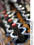 Купить «Tasting wine in a winery», фото № 19494247, снято 17 июня 2019 г. (c) PantherMedia / Фотобанк Лори