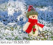 Купить «Merry Christmas postcard with a snowman in the snow», фото № 19505151, снято 19 марта 2019 г. (c) PantherMedia / Фотобанк Лори