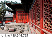 Купить «Wooden pavilion in Dongyue Temple, Chaoyang District in Beijing, China.», фото № 19544735, снято 30 марта 2013 г. (c) easy Fotostock / Фотобанк Лори