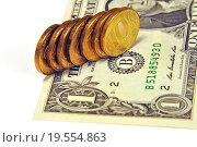Купить «Цена доллара. Российские десятирублевые монеты на американском долларе», эксклюзивное фото № 19554863, снято 21 декабря 2015 г. (c) Юрий Морозов / Фотобанк Лори