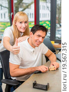 Купить «Two technicians in dental lab showing thumbs up», фото № 19567315, снято 21 июля 2018 г. (c) easy Fotostock / Фотобанк Лори