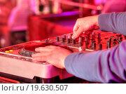 Купить «Dj mixes the track in the nightclub at a party», фото № 19630507, снято 26 мая 2020 г. (c) easy Fotostock / Фотобанк Лори
