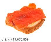 Купить «Бутерброд с красной рыбой, изолированно на белом фоне», фото № 19670859, снято 31 декабря 2015 г. (c) Литвяк Игорь / Фотобанк Лори