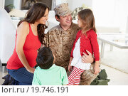 Купить «Family Greeting Military Father Home On Leave», фото № 19746191, снято 23 октября 2012 г. (c) easy Fotostock / Фотобанк Лори