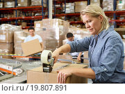 Купить «Workers In Distribution Warehouse», фото № 19807891, снято 27 октября 2012 г. (c) easy Fotostock / Фотобанк Лори