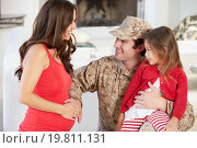 Купить «Family Greeting Military Father Home On Leave», фото № 19811131, снято 23 октября 2012 г. (c) easy Fotostock / Фотобанк Лори