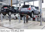 Купить «Inside in the auto repair service station of the official dealer Nissan», фото № 19852991, снято 10 января 2016 г. (c) FotograFF / Фотобанк Лори