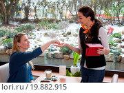 Купить «Waitress cashing at customer in café», фото № 19882915, снято 3 апреля 2020 г. (c) easy Fotostock / Фотобанк Лори