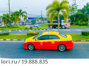 Купить «Тайское такси, Пхукет-таун», эксклюзивное фото № 19888835, снято 21 октября 2015 г. (c) Хайрятдинов Ринат / Фотобанк Лори