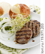 Купить «Grilled Beef Burgers», фото № 19971203, снято 22 апреля 2019 г. (c) easy Fotostock / Фотобанк Лори