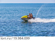 Купить «Катание на водном мотоцикле (гидроцикле) на черноморском курорте», фото № 19984099, снято 29 августа 2015 г. (c) Владимир Сергеев / Фотобанк Лори