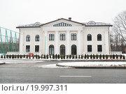 Купить «Здание на Лужнецкой набережной, дом 24 строение 20», эксклюзивное фото № 19997311, снято 6 января 2012 г. (c) Алёшина Оксана / Фотобанк Лори