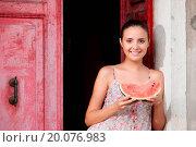 Купить «Portrait of a young woman holding watermelon», фото № 20076983, снято 18 июня 2013 г. (c) easy Fotostock / Фотобанк Лори